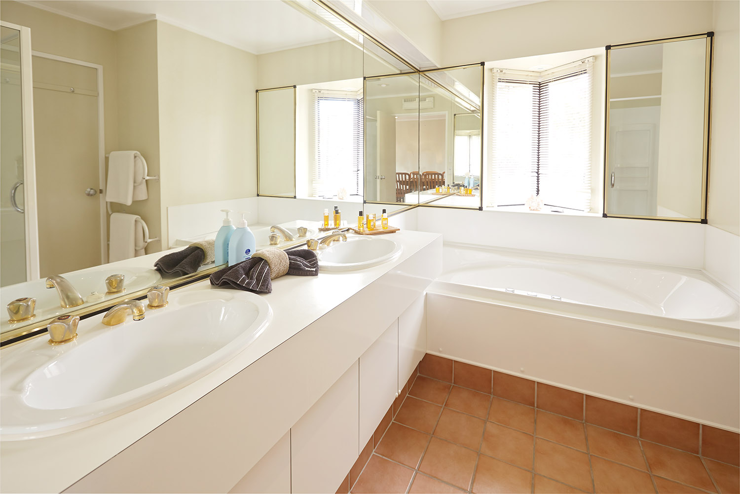 Pioneer-Apartments-Duel-Bathroom.jpg