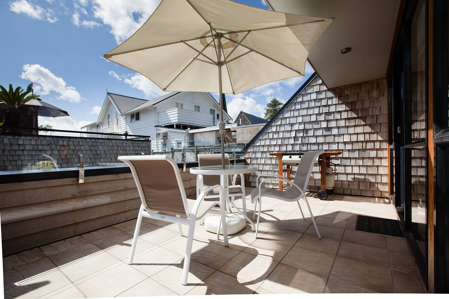 pioneer-apartments-paihia-pool-view-garden-level-balcony-beachside-paihia.jpg