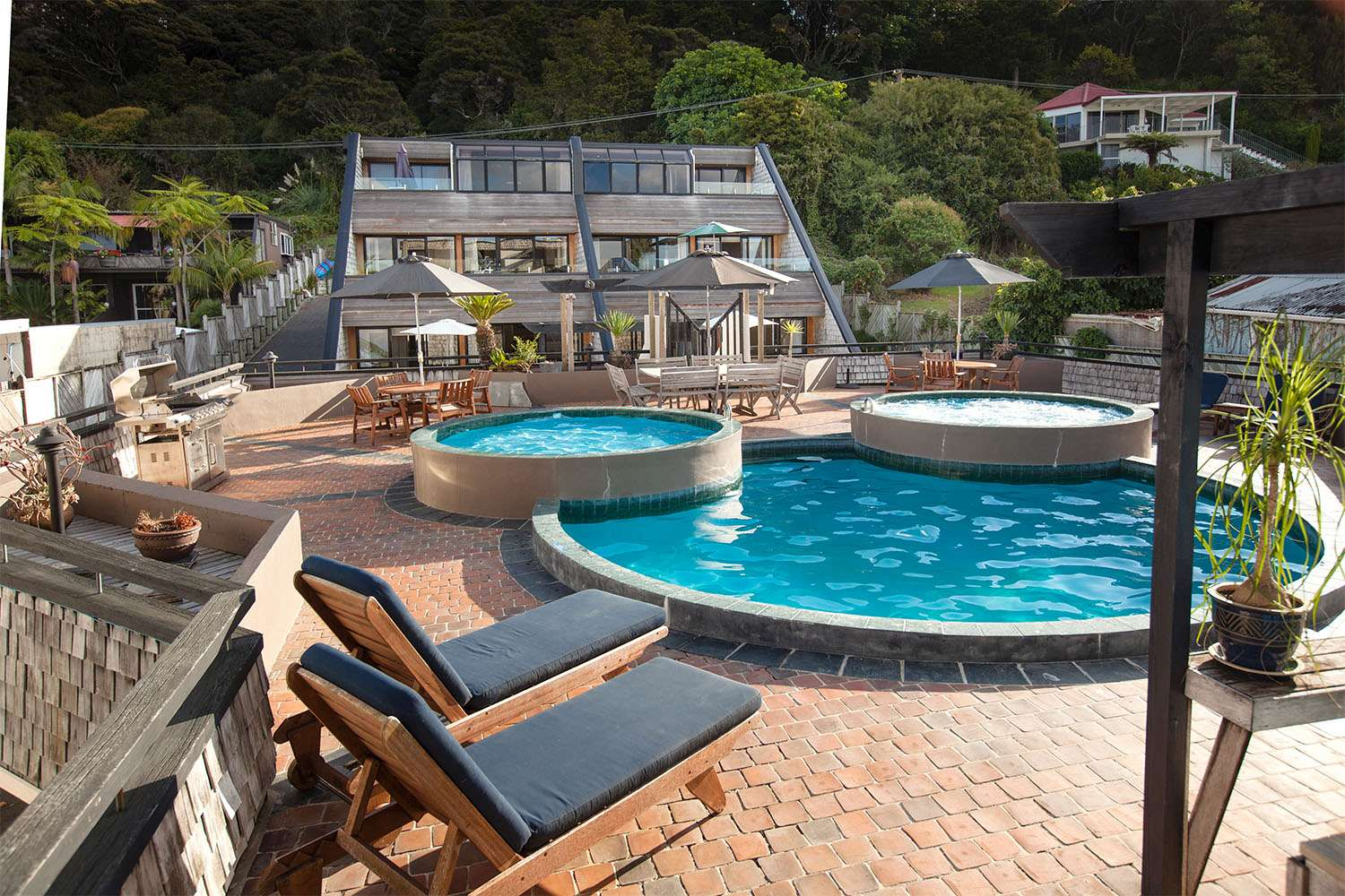 new-zealand-luxury-accommodation-with-pool.jpg