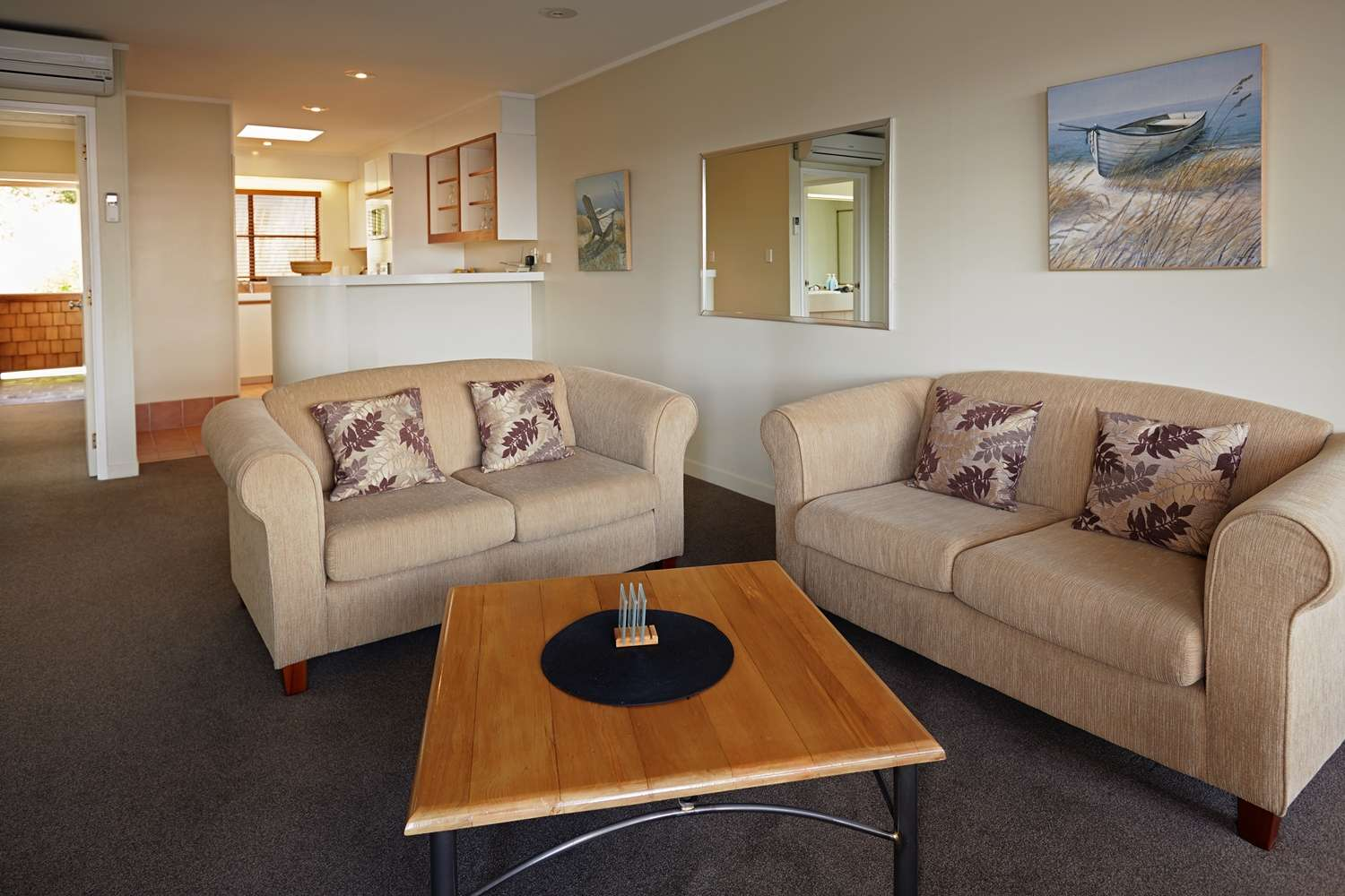 pioneer-apartments-paihia-accommodation-lounge-area.jpg